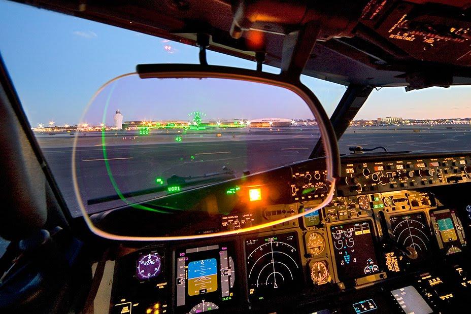 737-HUD.jpg